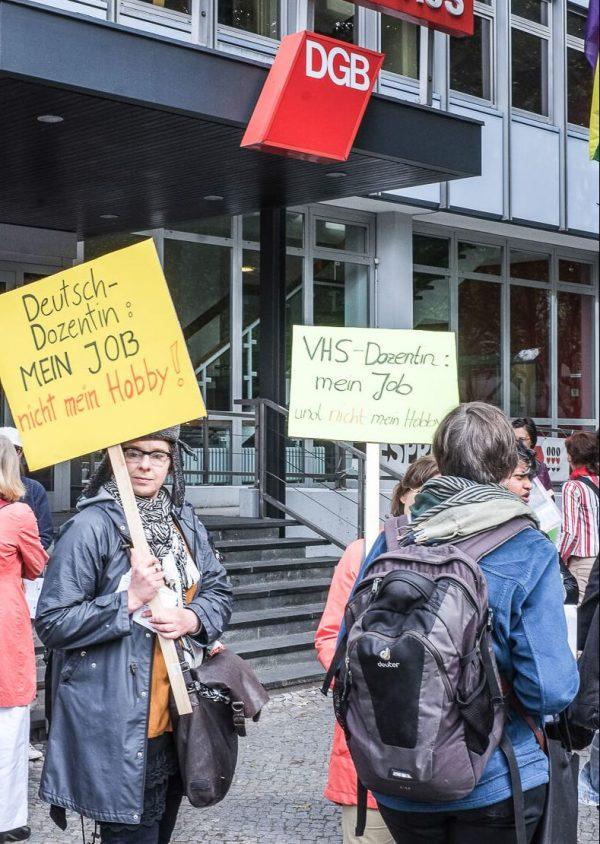 Lehrer demonstrieren für Mindestlohn