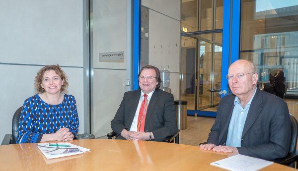 Nicola Beer (FDP), Thiemo Fojkar und Walter Würfel (Bildungsverband e. V.)