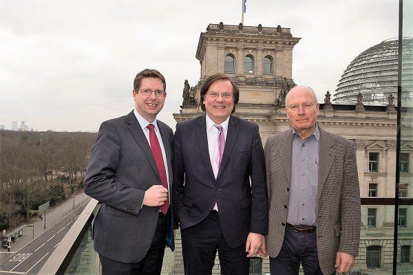 Stephan Starcke (CDU) mit Thiemo Fojkar und Walter Würfel (BBB)